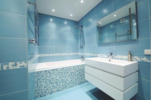 HR_iS_Blue_bathroom_000013540421_XXXLarge ORIGINAL