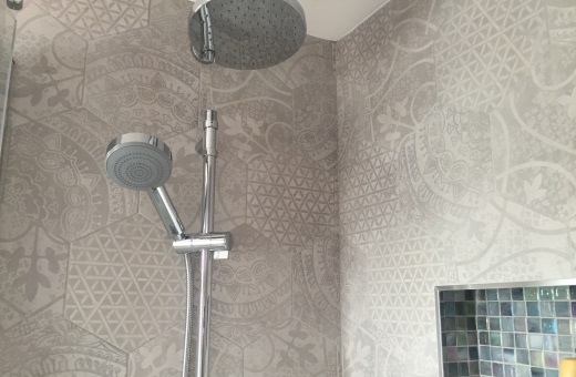 Hale Ensuite 1 Intricate Hexagonal Tiling